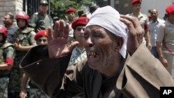 埃及人民悼念16名被激進分子襲擊致死的邊防守衛人員