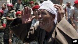 埃及人哀悼在西奈遇害的16名军人