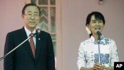 지난 5월 버마 자택에서 반기문 유엔 사무총장(왼쪽)과 기자회견을 가진 아웅산 수치 여사(오른쪽).