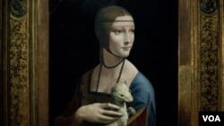 "Salah satu lukisan Leonardo da Vinci ""Lady with an Ermine"" dipamerkan di sebuah museum di Berlin, Jerman (24/8)."
