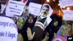 穆爾西的支持者舉行集會