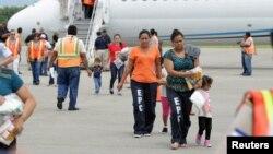 César Martínez, analista y asesor político piensa que no habrá deportaciones masivas.