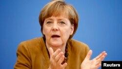 Yeniden parti genel başkanı seçilen Almanya Başbakanı Angela Merkel kongrede konuşurken