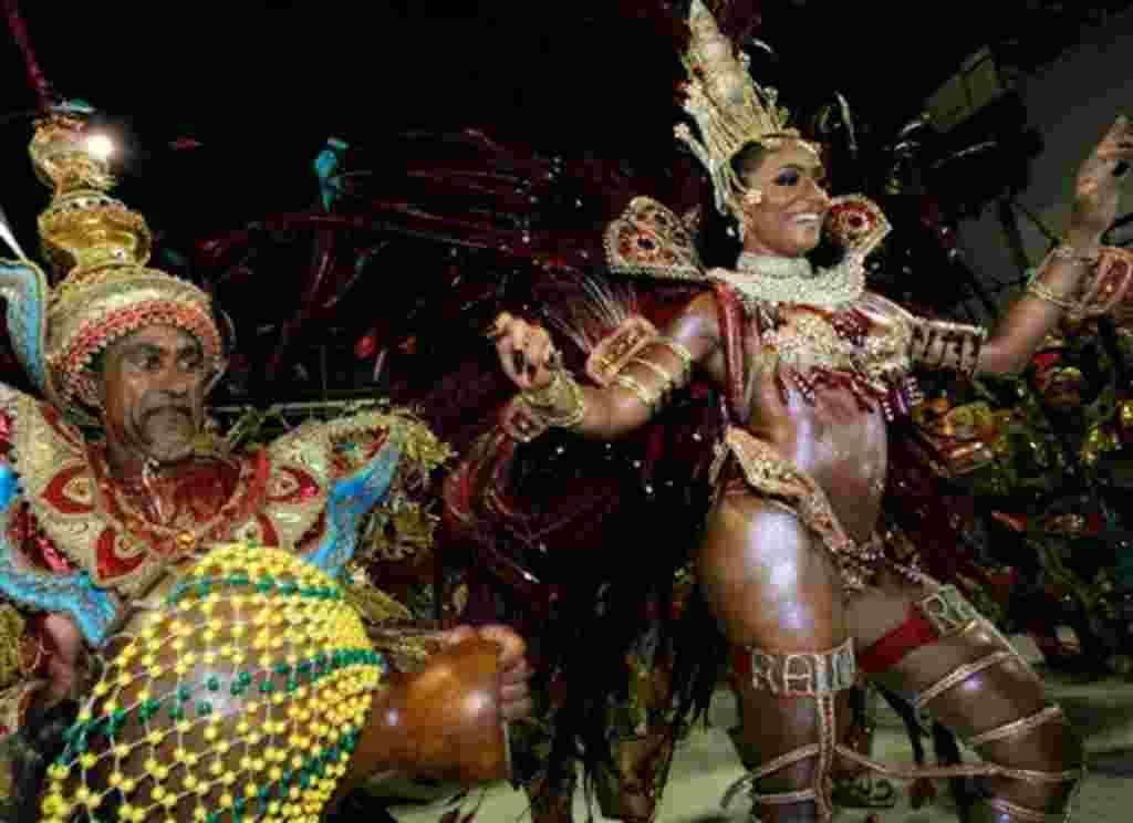 Alessandra Mattos, queen of Estacio de Sa samba school drum section, dances during the carnival parade in Rio de Janeiro on Sunday, Feb. 18, 2007. (AP Photo/Victor R. Caivano)