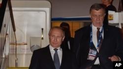 Presiden Rusia Vladimir Putin (kiri) (Foto: dok).