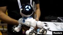 Robotički pas CHiP može da uči trikove od svog vlasnika
