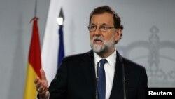 西班牙首相拉霍伊在首相府召开的新闻发布会上讲话 (2017年10月21日)