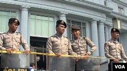 Polri selama ini aktif memburu para anggota kelompok-kelompok teror, termasuk kelompok di Aceh yang menyebut dirinya Al-Qaida Indonesia.