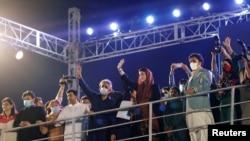 Marijam Navaz, ćekra bivšeg pakistanskog premijera Navaza Šarifa i Bilaval Buto Zardari, predsednik Pakistanske narodne partije (PPP) na anti-vladinom protestu u Karačiju, u oktobru 2020.
