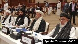 Delegasi Taliban dalam perundingan damai dengan Amerika, dipimpin oleh Sher Mohammad Abbas Stanekzai (kanan). (foto: dok).