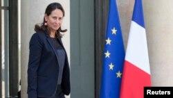 Bộ trưởng Môi trường Ségolène Royal cho biết chính phủ không hạ giảm mà cũng không nghiêm trọng hóa các vụ máy bay lạ