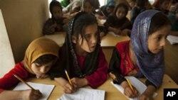 کمک ایالات متحده به روند آموزش سواد در افغانستان