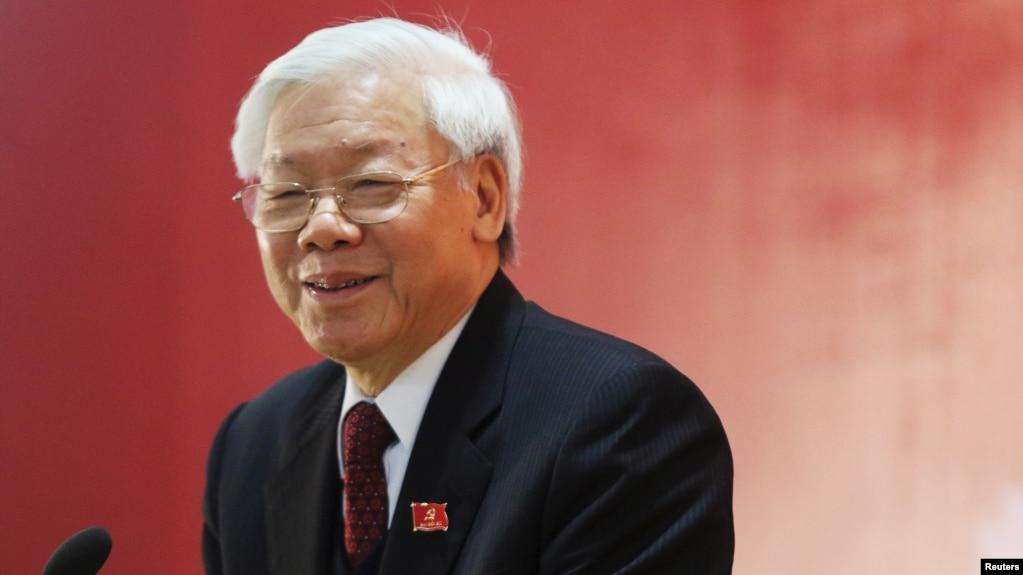 Tổng bí thư Đảng Cộng sản Việt Nam trao đổi với truyền thông sau buổi lễ bế mạc Đại hội Đảng toàn quốc, ngày 28/1/2016.