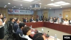 4일 한국 국회의원회관에서 새누리당 원유철 의원 주최로 '북 핵, 바라만 볼 것인가'라는 제목의 토론회가 열렸다.