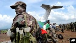 Un soldat congolais à l'aéroport de Goma, RDC, le 5 décembre 2004.