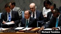 Tổng thư ký Liên hiệp quốc Ban Ki-moon (giữa) dự cuộc họp Hội đồng Bảo an Liên hiệp quốc về tình hình Trung Đông, 10/7/14