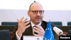 یورپی یونین کے نمائندۂ خصوصی برائے افغانستان رولینڈ کوبیا (فائل فوٹو)
