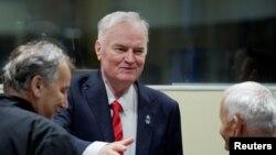 Jeneral Ratko Mladic, ki te aktif pandan lagè sèb-bosnyak la, te parèt nan Wot Kou Entènasyonal Jistis, nan Lahè, Peyi Ba, pou l tande santans li. (Foto: 22 Nov. 2017).
