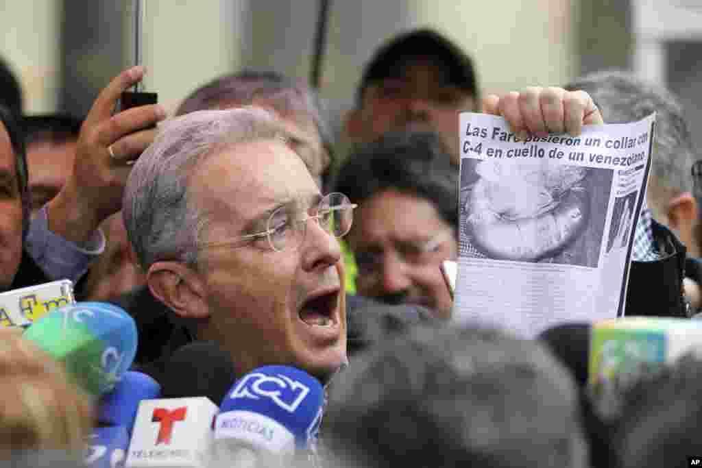 اما کم کم صدای مخالفان توافق در آمد. رهبر مخالفان توافق صلح دولت و فارک بر عهده آلوارو اوریبه، ۶۴ ساله رئیس جمهور سابق کلمبیا بر عهده دارد. او گفت دولت امتیازهای زیادی به فارک داده است.