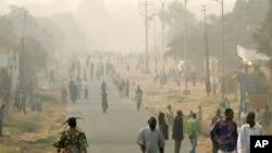 Kabund au micro de de Thierry Kambundi de Top Congo, notre station partenaire à Kinshasa