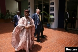 Oba Otudeko (2nd L), chairman of Nigeria's Honeywell Group, arrives for the World Economic Forum on Africa (WEFA) in Abuja, May 7, 2014.