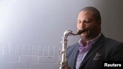 Saksofonis terkenal Jimmy Green yang putrinya, Ana Grace Marquez-Green, tewas dalam aksi penembakan membabibuta di sekolah dasar Sandy Hook Newtown Connecticut akhir 2012.