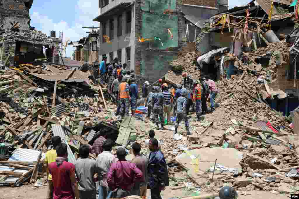 Nepal is placed 145th on the 187-country list of the UN's Humanitarian Development Index. Officials and experts worry that the country's recovery from the earthquake could take longer than expected. (Hilmi Hacaloglu/VOA)