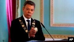 """En un comunicado emitido paralelamente, la Presidencia de Colombia indicó que ambos líderes abordarán temas de """"alianza estratégica de seguridad"""", así como """"la implementación del histórico acuerdo de paz"""", asuntos comerciales y oportunidades de inversión."""