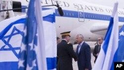 Američki sekretar za odbranu Čak Hejgel po dolasku u Tel Aviv, 21. april, 2013.