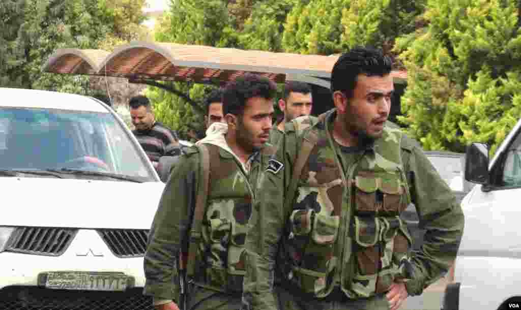 Syrian soldiers accompany UN monitors in Homs, but stay away from opposition parts of Hama, May 3, 2012. (VOA - E. Arrott)