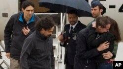 Хосе Мануэль Лопес, Анхель Састре и Антонио Памплиега прибыли на военную базу в Мадриде, Испания. 8 мая 2016 г.