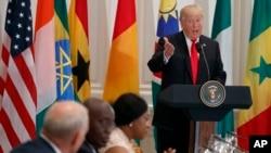 Le président Donald Trump parle lors d'un déjeuner avec les dirigeants africains au Palace Hotel lors de l'Assemblée générale des Nations Unies, New York, 20 septembre 2017.