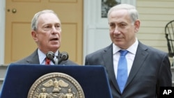 New York Mayor Michael Bloomberg (l) speaks at a news conference at Gracie Mansion in New York with Israeli Prime Minister Benjamin Netanyah, Sept. 27, 2012.
