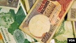 El mercado negro ofrece dólares a 193 bolívares por dolar, mientras que en el nuevo sistema valen 171. Falta ver hasta donde alcanza el efectivo.