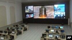 지난달 12일 은하3호 미사일 발사 장면이 포착된 평양 통제소. (자료사진)