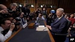 El juez Neil Gorsuch, nominado del presidente Donald Trump para la Corte Suprema, comparece ante la Comisión Judicial del Senado, el lunes, 20 de marzo, de 2017.