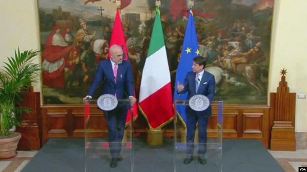 Italia do kërkojë në BE rihapjen e temës së bisedimeve me Tiranën e Shkupin