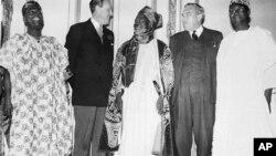 Sardauna Sir Ahmadu Bello da wasu shugabannin Najeriya a London shekarar 1957