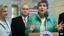 U.S. Rep. Carolyn Maloney (l), and NYC Police Commissioner Ray Kelly, listen as Secretary of Homeland Security Janet Napolitano speaks during a news conference in New York, April 20, 2011