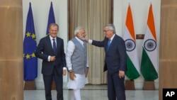 New Delhi ၿမိဳ႕ေတာ္မွာ India ဝန္ႀကီးခ်ဳပ္ Narendra Modi နဲ ႔ ဥေရာပေကာင္စီဥကၠ႒ Donald Tusk ဥေရာပေကာ္မ႐ွင္ဥကၠ႒ Jean-Claudeတို႔ ေတြ႔ဆုံေဆြးေႏြး။ ( ေအာက္တိုဘာ -၆-၂၀၁၇)