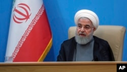 하산 로하니 이란 대통령이 25일 테헤란에서 보건부 인사들과의 회담에 참석했다.