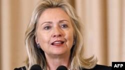 Клинтон поблагодарит султана Омана за посредничество в конфликте с Ираном