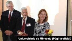 Corsino Tolentino recebe prémio Liderança 2015