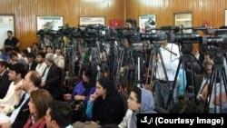 حدود ۵۳ درصد خبرنگاران زن افغان گفته اند که خانواده های آنان با کار شان در رسانه مخالفت دارند.
