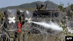 Pripadnici međunarodnih snaga na prelazu Jarinje