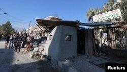 Một bệnh viện bị bom phá hủy ở thị trấn Tel Tamer, Syria, ngày 11/12/2015.