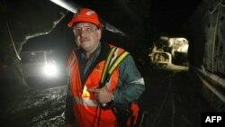 Yeni Zelanda'daki Mahsur Madencilere Yardım Gecikiyor