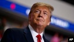 រូបឯកសារ៖ ប្រធានាធិបតីអាមេរិកលោក Donald Trump អំឡុងពេលយុទ្ធនាការឃោសនាបោះឆ្នោតនៅមជ្ឈមណ្ឌល Santa Ana Star Center កាលពីថ្ងៃទី១៦ ខែកញ្ញា ឆ្នាំ២០១៩។