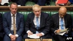 보리스 존슨 영국 총리(가운데).