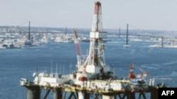 Lệnh tạm đình chỉ các dự án khoan dầu mới ở vùng nước sâu có thể khiến hàng ngàn người mất việc và các công ty sẽ đưa dàn khoan đến các nơi khác trên thế giới